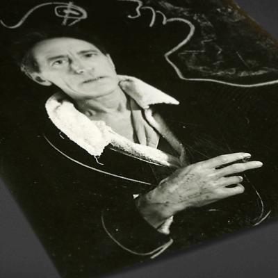 Jean Cocteau, couverture du livret de l'exposition. Photographie Herbert Litz (Magnum)